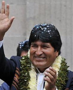 Bolivian president Evo Morales waves at the crowd after promulgating a law to hold two referendums to approve the new constitution, during a ceremony at the Plaza de Armas square, in front of the presidential palace Quemado in La Paz on February 29, 2008.  (Photo: AFP PHOTO / Aizar Raldes)