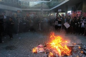 Fire_at_London_demo