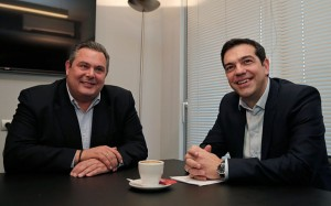 Head of SYRIZA party Alexis Tsipras (R) meets with leader of Independent Greeks party Panos Kammenos at party headquarters in Athens (Photo: REUTERS)