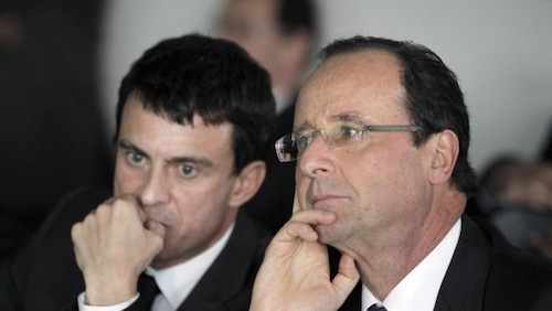 French Prime Minister Manuel Valls (left) and President François Hollande (right). / Photograph : PATRICK KOVARIK / AFP