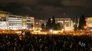 Thousands of Greeks take part in a pro-government demonstration in front of the parliament in Athens February 11, 2015.(Photo: Reuters / Yannis Behrakis)