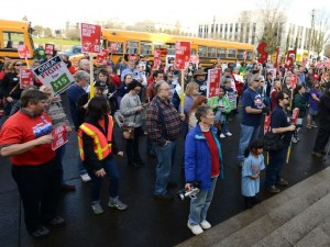 Workers demanding $15/hr at the Oregon State Capitol. Photo: Danielle Peterson/Statesman Journal