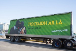 Irish bookmaking company Paddy Power posts odds in favor of the referendum (Photo: Paul Sharp)