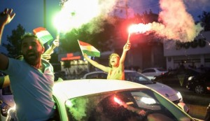 Supporters of pro-Kurdish Peoples' Democratic Party wave Kurdish flags in Diyarbakir, southeastern Turkey, June 7, 2015. (Photo: AFP)