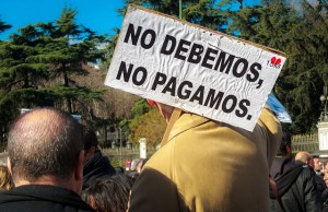 "Podemos party demonstration in Madrid, ""The pace of change"". The banner reads: ""No, we do not pay."" (Photo: Barcex / Wikimedia Commons / CC-BY-SA-3.0)"