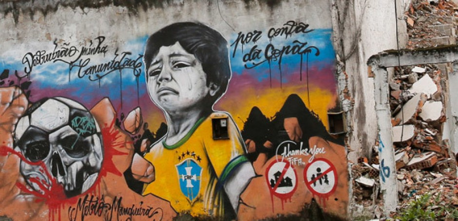 "Mural in the favela Metrô-Mangueira: ""They destroyed my neighborhood for the World Cup"""