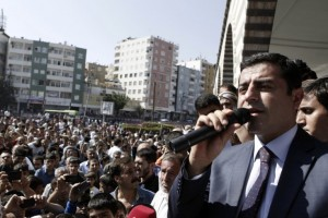 Selahattin Demirtas, co-chair of the HDP, Turkey's leading Kurdish party, addresses his supporters in Diyarbakir on October 9, 2014 (Photo: Reuters / Osman Orsal)
