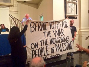 Protesters interrupt a speech by Sanders in New York Photo: addictinginfo.org
