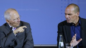 Wolfgang Schäuble and former SYRIZA Minister of Finance Yanos Varoufakis (Photo: Reuters/Fabrizio Bensch)