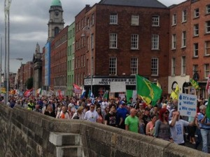 Procession along the Liffey River in Dublin to protest the water charges on June 20 (Photo: @EmmaJaneDempsey via twitter)