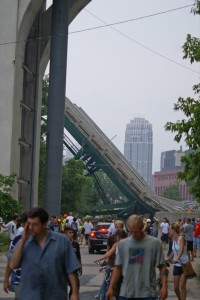 A section of the collapsed I-35W Mississippi River bridge, Minneapolis, Minnesota By Eric from Minneapolis - collapse, CC BY-SA 2.0, https://commons.wikimedia.org/w/index.php?curid=2621405