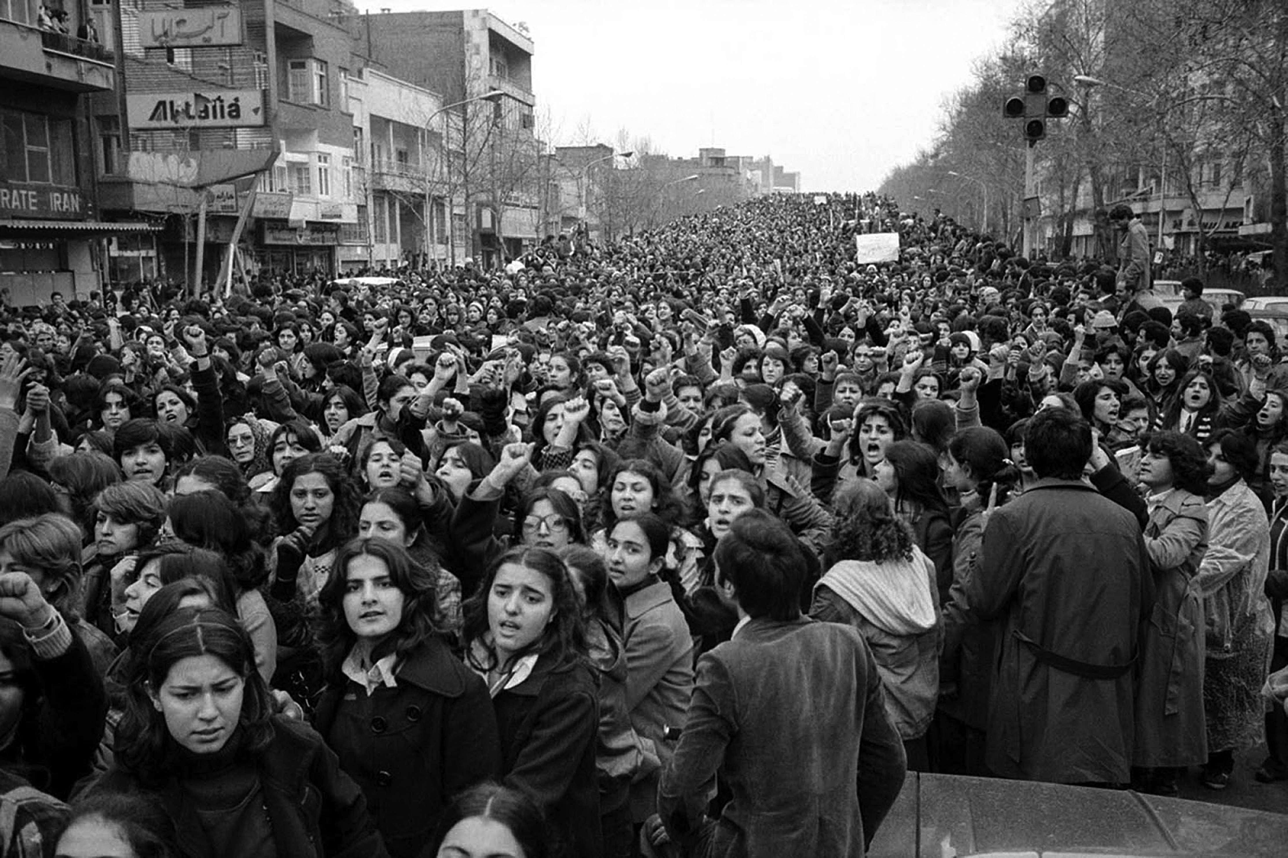 When the Iranian Masses Deposed a Dictator – The 1979 Revolution ...